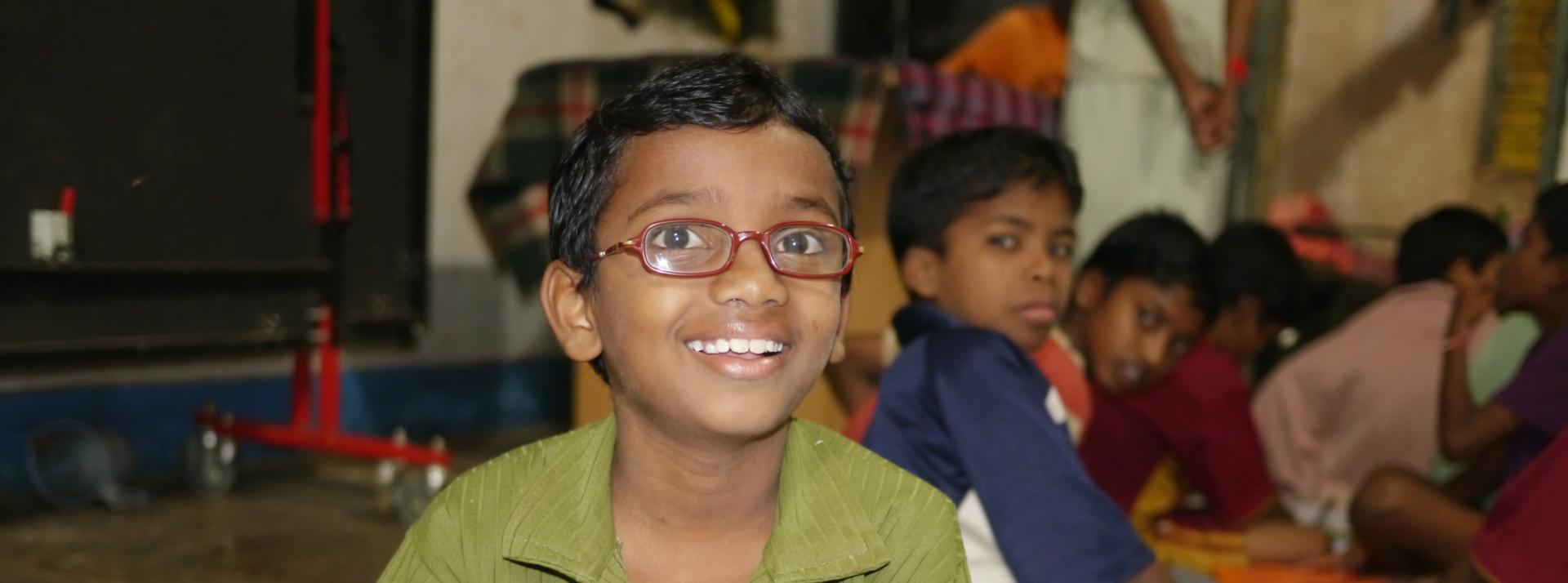 Uttaran Bastar : aide aux orphelins  de la  guerilla naxalite